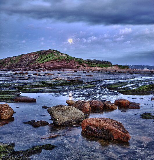 Setting Moon - Long Reef - NSW by Jeff Catford