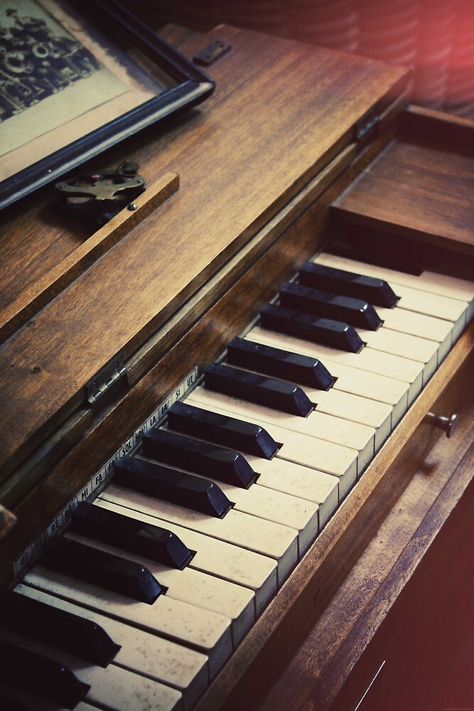 retro piano by BenjFavrat