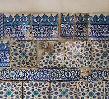 Ancient İznik tiles in the Çinili Camii (Tiled Mosque) by Marjolein Katsma