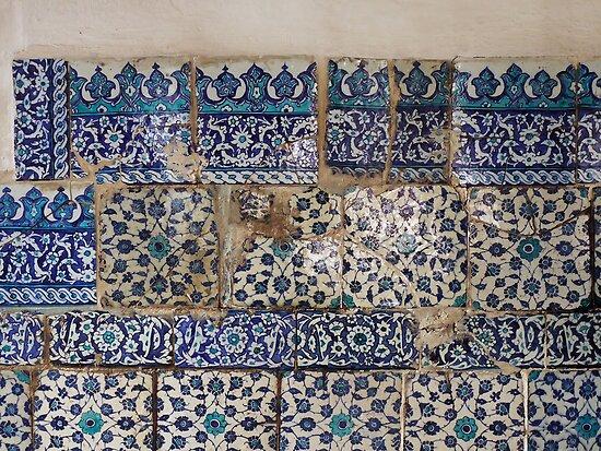 Ancient İznik tiles in the Çinili Camii (Tiled Mosque) by Marjolein Katsma