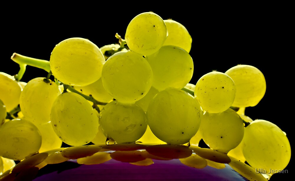 Green grapes by Ulla Jensen