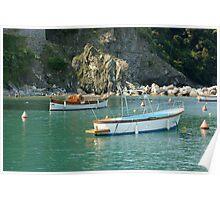 Levanto barche in acqua Poster