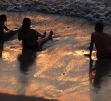 Enjoying the beach - Disfrutando la playa by Bernhard Matejka