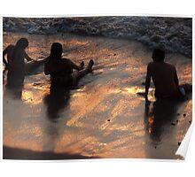 Enjoying the beach - Disfrutando la playa Poster