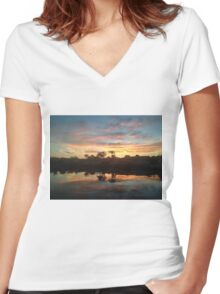 Palm Tree// Sunset Women's Fitted V-Neck T-Shirt
