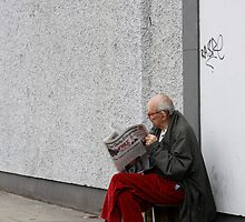 Man reading the paper by Esther  Moliné
