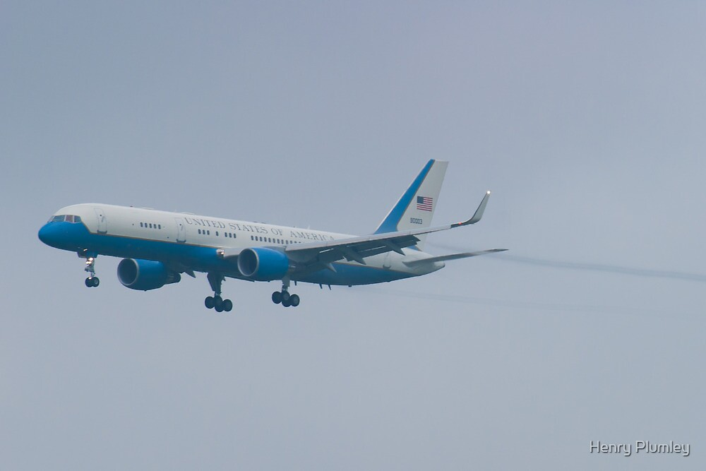 Side Shot 90003 Air Force Two Boeing VC-32A 757-2G4 On Approach by Henry Plumley