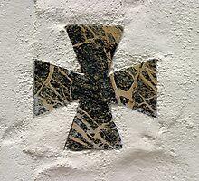 Cross by Henrik Lehnerer