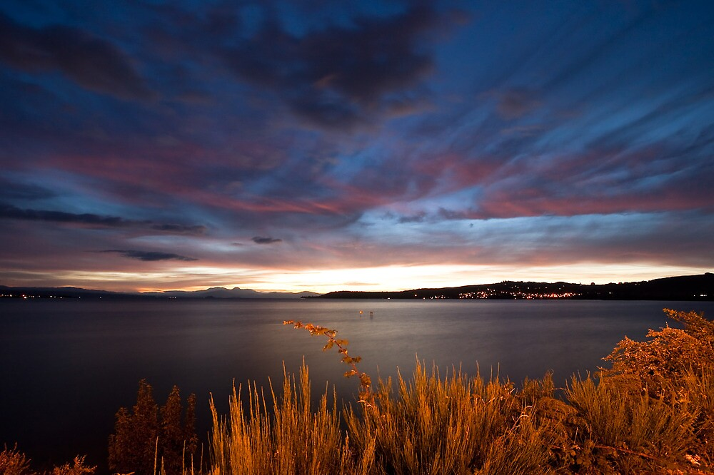 Lake Taupo Sunset, New Zealand by Marc Garrido Clotet