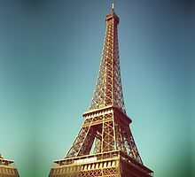 Tour Eiffel by Claire Elford