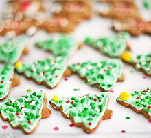 Frosted Christmas Tree Cookies with Sprinkles by ieatstars