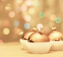 Bauble Cupcakes by Rosie Nixon