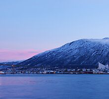 Tromsdalen in Winter by kernuak