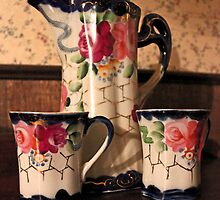 Antique Coco Pot by marybedy