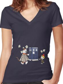 Doctor and Daleks Women's Fitted V-Neck T-Shirt