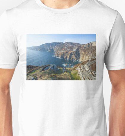 Sliabh Liag sea cliffs in Co. Donegal Unisex T-Shirt
