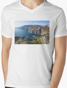 Sliabh Liag sea cliffs in Co. Donegal Mens V-Neck T-Shirt
