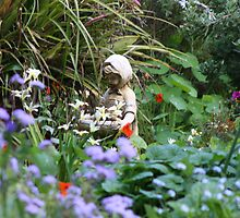 Statue in the Bunyip garden by embugii