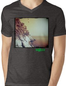 Free - T.shirt green caption Mens V-Neck T-Shirt