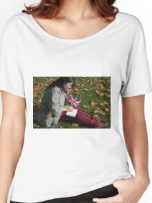 Chinese journalist on her phone Women's Relaxed Fit T-Shirt