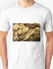 Scuba Divers uncover a hoard of 2000 gold coins from the Fatimid period  Unisex T-Shirt