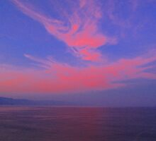 Blue sky, Red Clouds, Violet Ocean - Cielo Azul, Nubes Rojas, Océano Violeta by PtoVallartaMex
