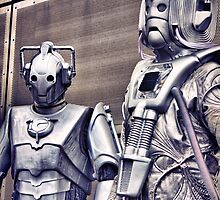 Cybermen - old and new by LooseImages