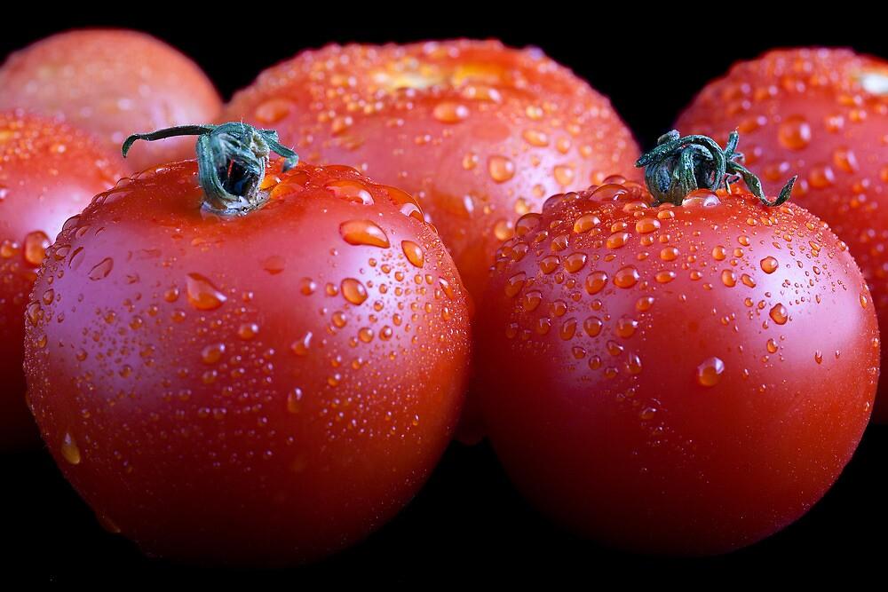 Wet whole tomatos by Gert Lavsen