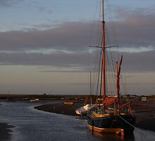 Sunset at Blakeney by jonlenton