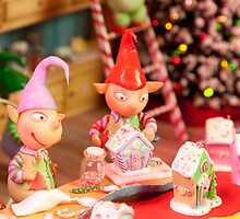 Busy Little Elves by CaroMFW