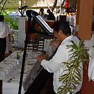 Music during the breakfast at Christmas in the Rivercafé - Musica durante el Desayuno by PtoVallartaMex