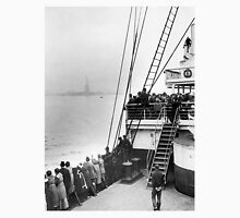 Immigrants Viewing The Statue of Liberty Photo Unisex T-Shirt