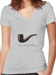 ceci n'est pas une pipe Women's Fitted V-Neck T-Shirt