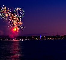 Geelong New Year's Fireworks 2011 by Phil Thomson IPA