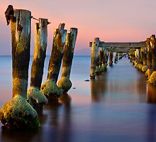 Pier at low tide - Clifton Springs by Hans Kawitzki