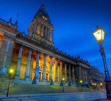 Leeds Town Hall at Dusk by Ian Wray