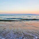 Etty Bay by Anthony Wratten