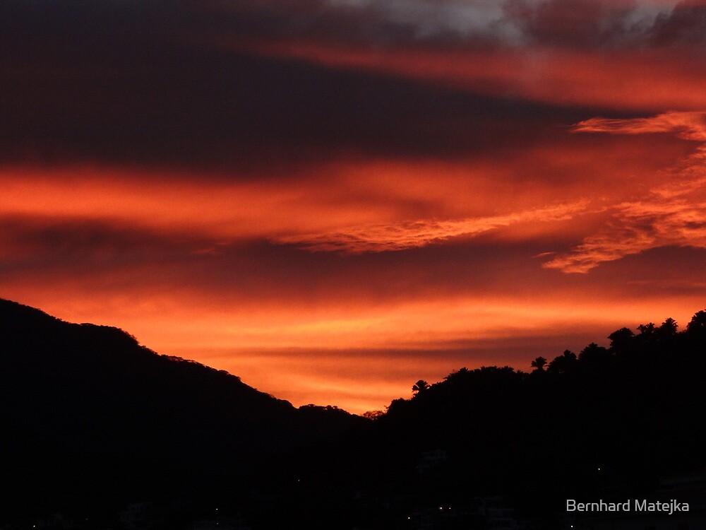 Sunrise behind the mountains and the jungle of the Sierra Madre - Amanecer atras de las montañas y de la selva de Sierra Madre by Bernhard Matejka