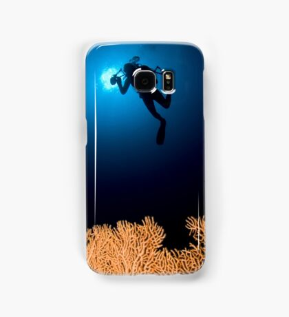 Underwater photograph of a diver swimming above an Anella Alcyonacea (soft corals) coral Samsung Galaxy Case/Skin
