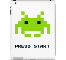 SPACE INVADERS RETRO PRESS START ARCADE TSHIRT iPad Case/Skin