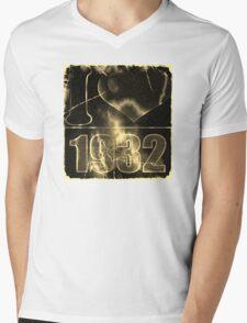 I love 1932 - Vintage lightning and fire T-Shirt Mens V-Neck T-Shirt