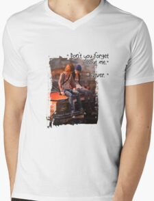 Life is Strange Don't forget  Mens V-Neck T-Shirt