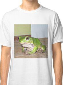 Moody green tree frog Classic T-Shirt