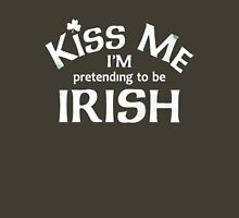 Kiss me im irish! Unisex T-Shirt