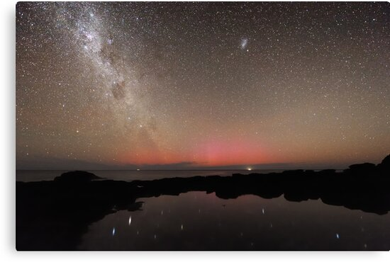 Red Aurora at Flinders by Alex Cherney