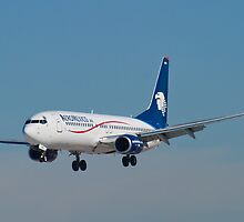 EI-DRB Aeromexico by Henry Plumley