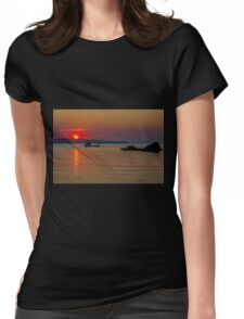 When the sun goes down Womens Fitted T-Shirt