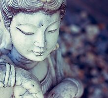 Guan Yin by Phoonaz