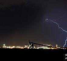 Lightning Over Kwinana by stevebrooks
