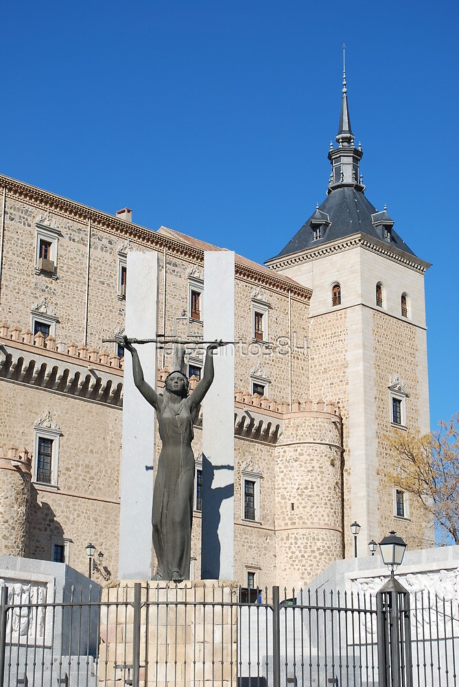 Alcázar Fortress and Statue of Peace in Toledo by luissantos84